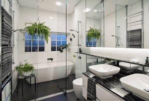 Phòng vệ sinh với thiết kế ốp sàn hiện đại