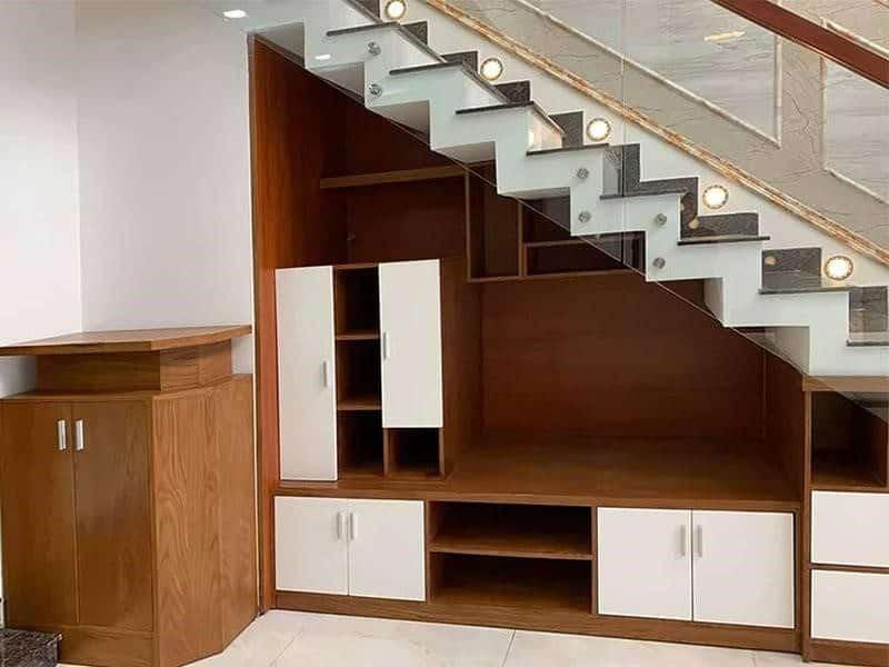 Thiết kế gầm cầu thang thành tủ chứa đồ