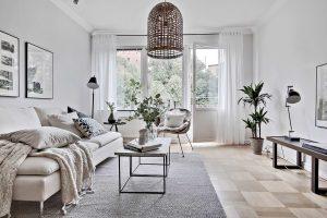 Sử dụng gam màu trắng cho bên trong nhà thì nó sẽ làm nổi bật những đồ dùng nội thất trong nhà,