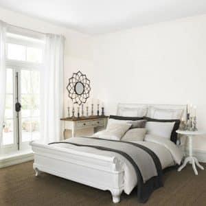 Trắng ngà đem lại cảm giác tươi sáng, lại góp phần tôn lên các gam màu khác trong căn nhà.