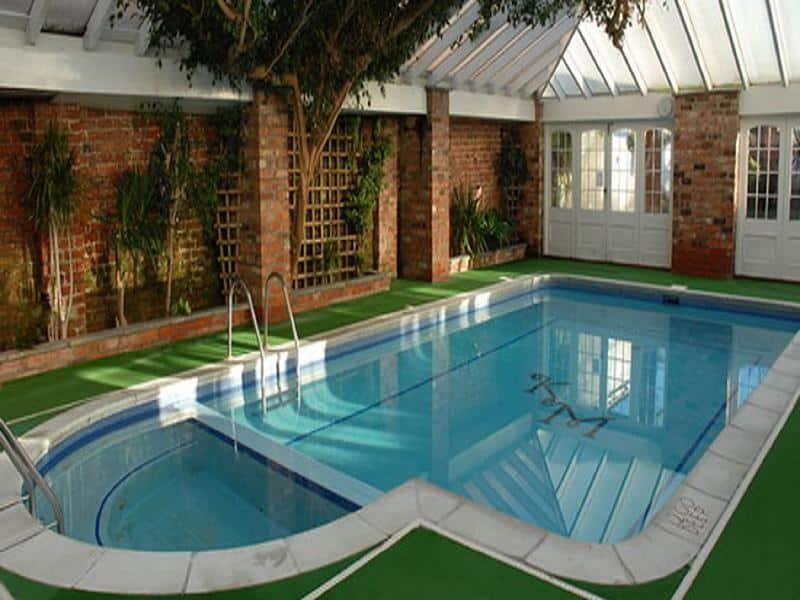 bể bơi diện tích 100m2