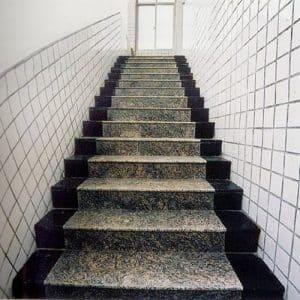 mẫu gạch ốp cầu thang với thiết kế hiện đại