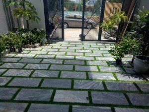 mẫu thiết kế sân vườn đơn giản với đá lót
