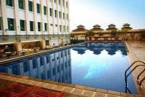 bể bơi khách sạn đẹp