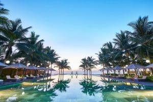mẫu thiết kế bể bơi khách sạn thiên nhiên