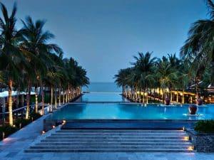 mẫu thiết kế hồ bơi phong cách lãng mạn