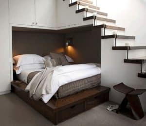 kiêng kỵ đặt giường ngủ ở dưới cầu thang