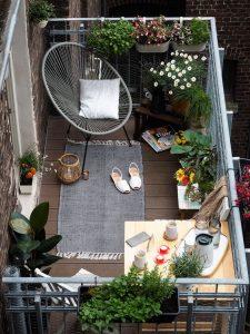mẫu ban công sân vườn đọc sách